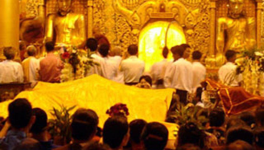 Yellow Robe Weaving Festival